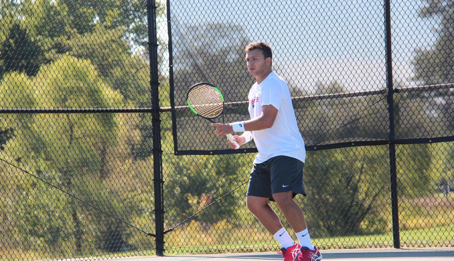 Men's Tennis Splits Pair of Matches This Weekend